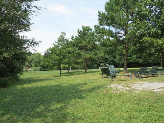 Rim Rock's Dogwood Cabins: Fire pit