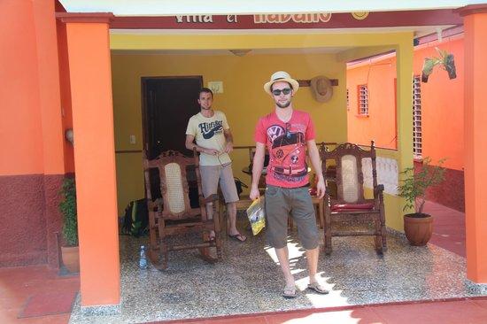 Villa El Habano: Devant la chambre.