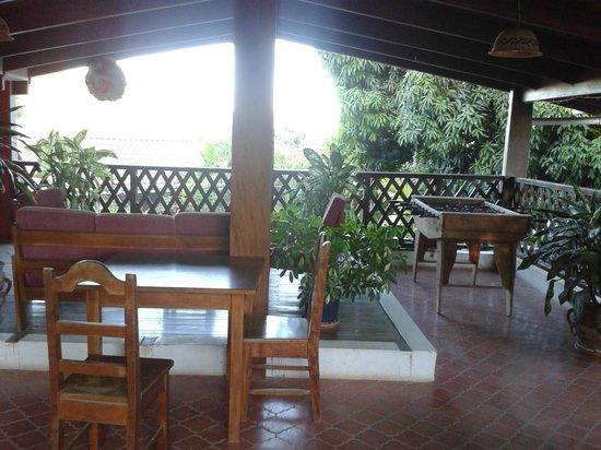 Hotel Samara Pacific Lodge: coin détente, terrasse en étage