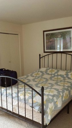 Forest Condominiums: Queen size bed, all rooms have tons of storage