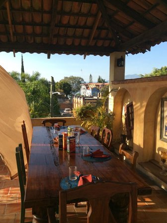 Adobe Walls Inn : Charming Breakfast area with Lake Chapala view