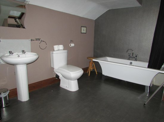 The Forresters Hotel & Restaurant: Bathroom