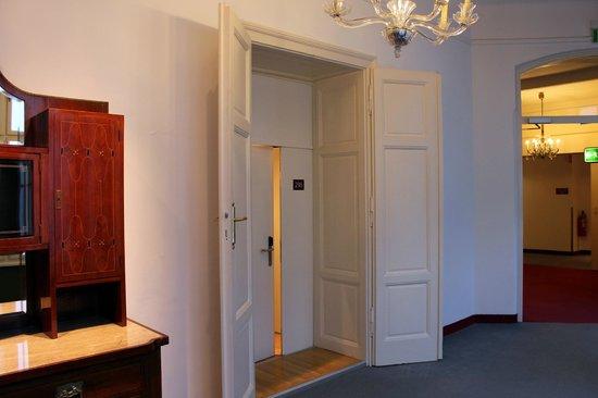 Hotel Das Weitzer: ruhiger Eingang zum Zimmer
