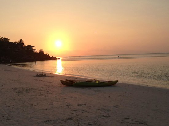 Baan Haad Yao Villas: Sunset on the nearby beach