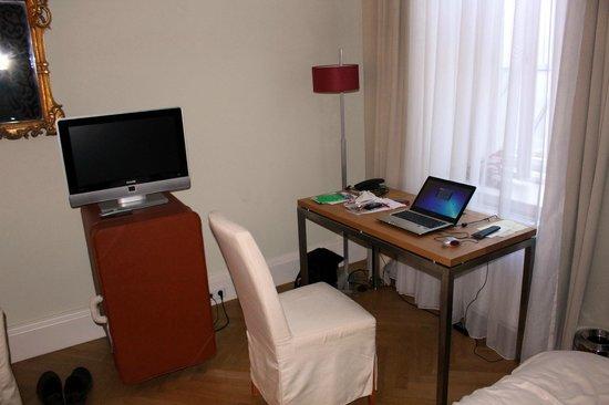 Hotel Das Weitzer: Arbeit am Laptop mit WLan