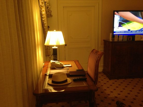 The Westgate Hotel: Writing desk in sitting area suite 1894