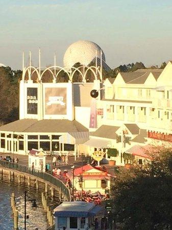 Disney's BoardWalk Villas: Epcot less than 10 min walk!