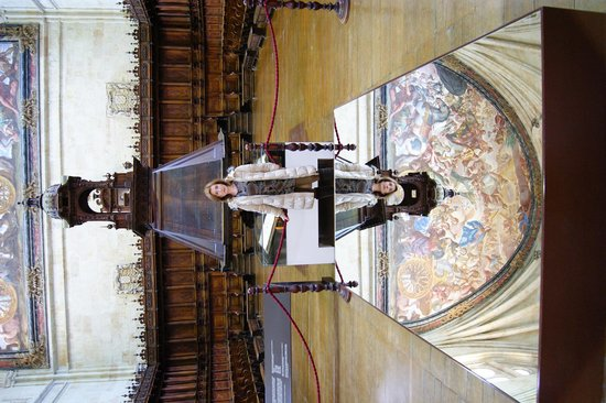 St. Stephen's Convent (Convento de San Esteban): el coro, el facistol y el gran fresco