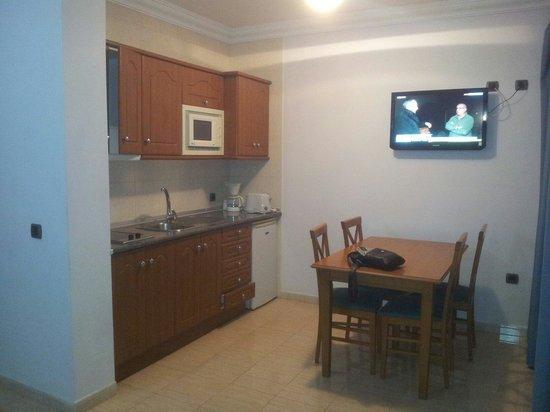 Rubimar Suite ApartHotel: Kitchen/dining area