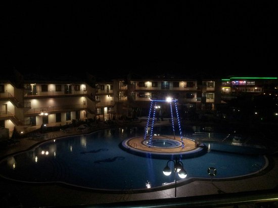 Rubimar Suite ApartHotel: Night view of pool from room 227