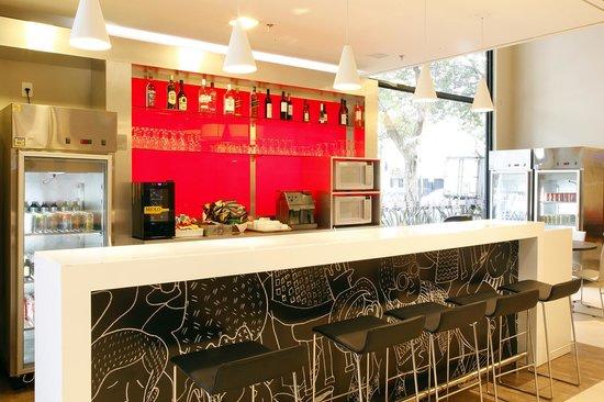Ibis Belo Horizonte Afonso Pena: Bar aberto 24 horas