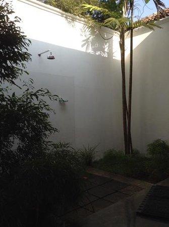 Nisala Arana : open air shower