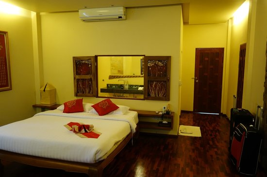 Ban Sabai Spa Village Boutique Resort & Spa: Spaceous rooms with lot of wood
