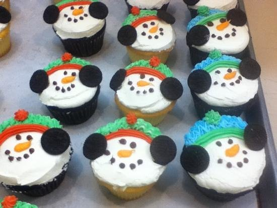 Atkins Farms Country Market: winter cupcakes!