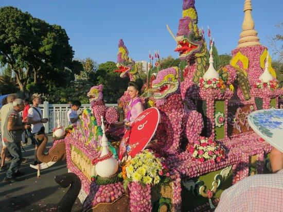 Amata Lanna : Flower festival float