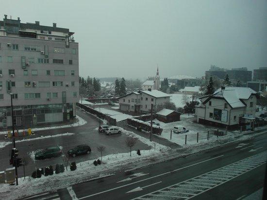 Birokrat Hotel : Вид из окна - в номере без балкона