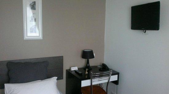 Hotel Clairefontaine: Habitación Individual.. lo que es.. es lo que te encuentras. Sin sorpresas