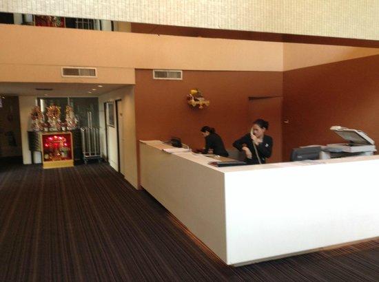 Miracle Suvarnabhumi Airport Hotel : Reception