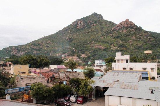 Arpanaa: garage et colline