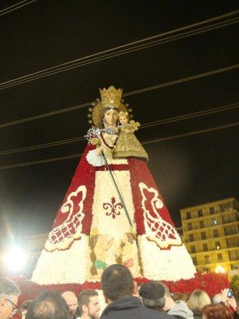 Basilica de la Virgen de los Desamparados: Ofrenda de flores a la Patrona de Valencia, Virgen de los Desamparados