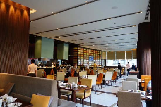 Holiday Inn Bangkok Silom: Loved Breakfast Buffet at the Restaurant