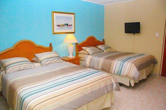 Malibu Hotel Aruba: Double Queen Bedrooms