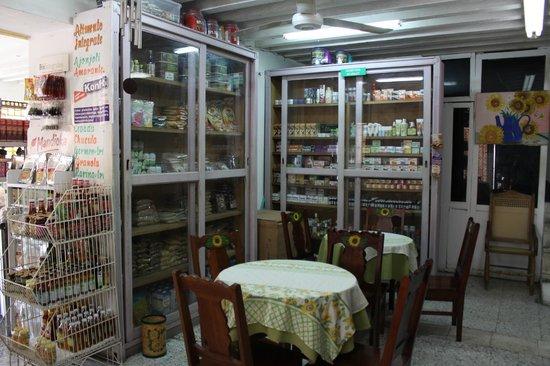Restaurante Vegetariano Girasoles: Comedor 1er piso y Tienda Naturista