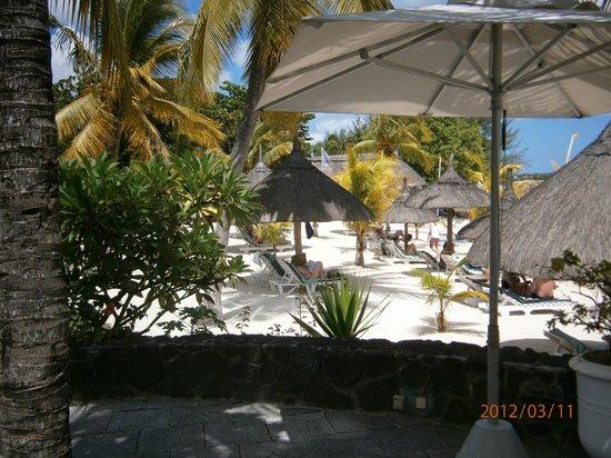 Merville Beach Hotel: Part of Beach Lounging Area