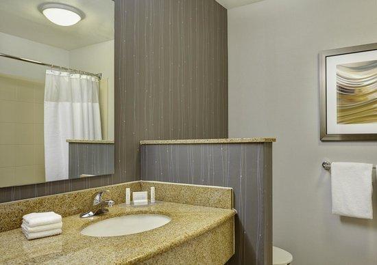 Courtyard Fort Lauderdale SW/Miramar: Guest Bathroom