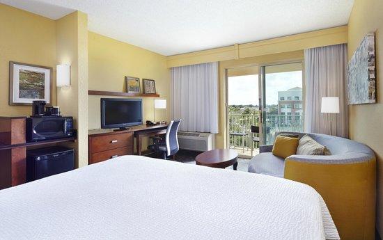 Courtyard Fort Lauderdale SW/Miramar: King Guest Room w/ Balcony