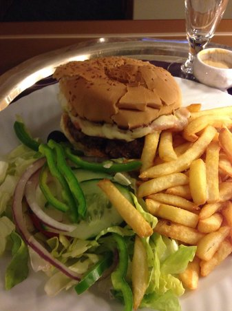 Sheraton Club des Pins Resort: Cheeseburger with mayo ordered. Dodgy double beef with mustard received,