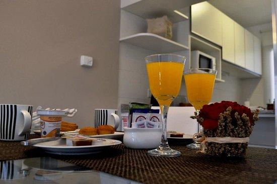 AT Suites: Comedor con desayuno