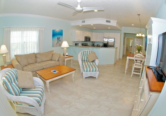 Compass Point Dive Resort : 1 Bedroom Deluxe Poolside Condo