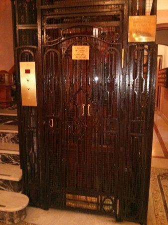 Hostal Santillan : ascensor