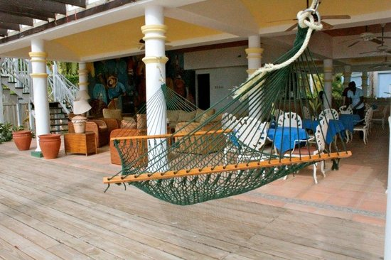 Beachcomber Club: Hammock and couch area