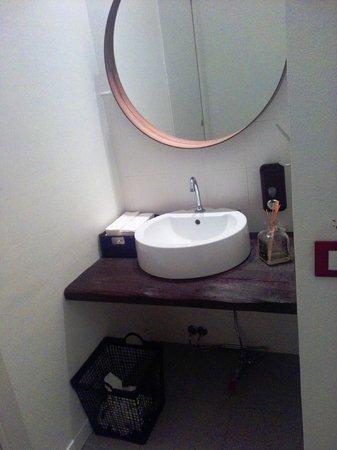 Lavabo toilette cabine douche toilette de lavabo with for Ibis budget douche dans la chambre