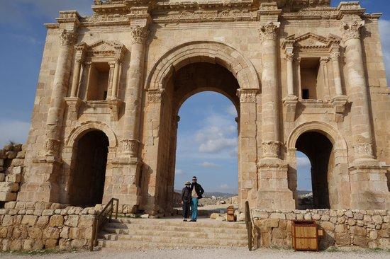 Ruinas de Jerash: Hadrian's Arch at the entrance to Jerash