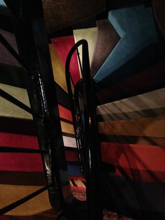 Hotel le Notre Dame: Escaleras