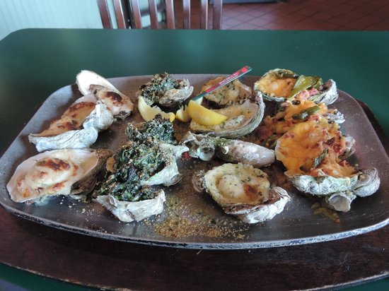 Wintzell's Oyster House: Oyster sampler - lovely!