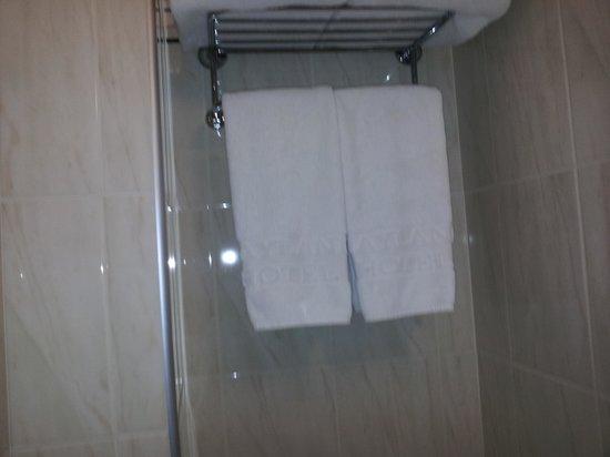 Beverley City Hotel : die Breite des Badezimmers
