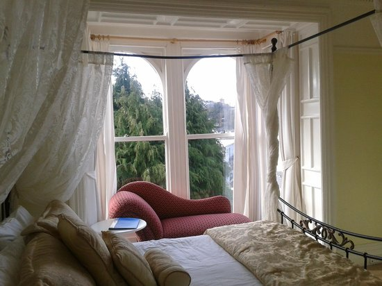Braddon Hall Hotel: One of the double bedrooms