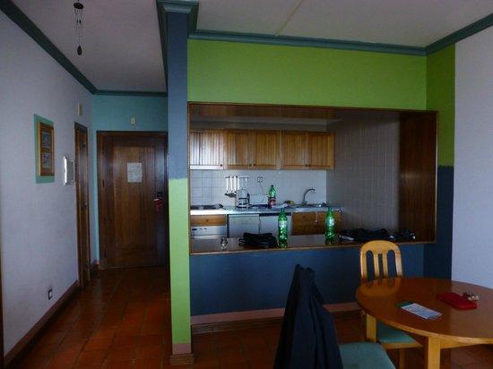 Hotel Jardim Atlantico: Küchenzeile eingerichtet für 2Personen