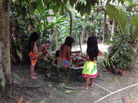 Lumo  Tours: Children at the Indian Village