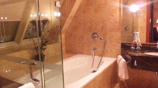 Al Raha Beach Hotel: salle de bains