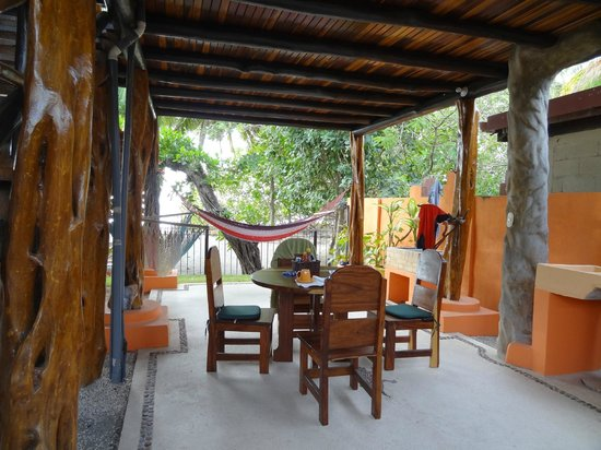 Samara Tree House Inn: chill out area
