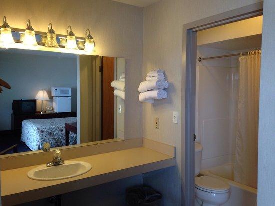 Rath Inn: Sink shower toilet