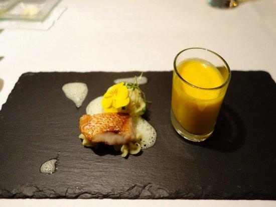 Le Poisson: Amouse bouche fish & potato truffle mash