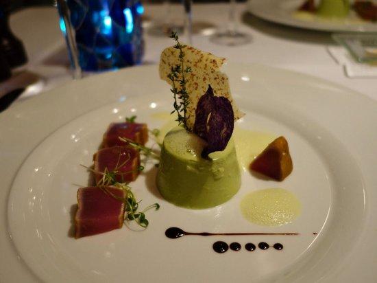 Le Poisson: Entree seared tuna with pea & mint panna cotta