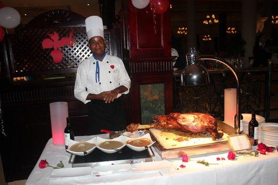 Luxury Bahia Principe Ambar Don Pablo Collection: Le chef vous offre une fesse de boeuf (buffet)