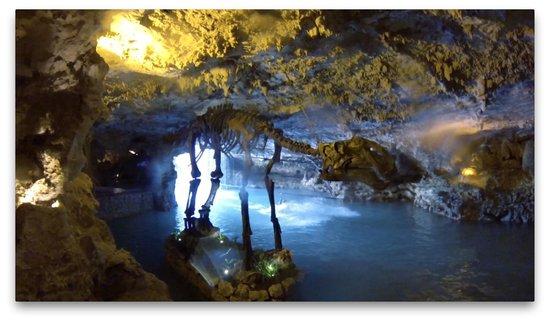 Parque Xplor: Zipline Landing in Cave
